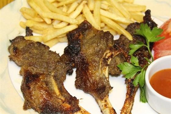 Ресторан Золотая панда - фотография 6 - Баранина гриль на косточке
