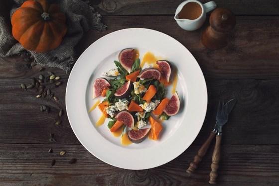 Ресторан The Five Points - фотография 23 - Салат с печеной тыквой и горгонзолой