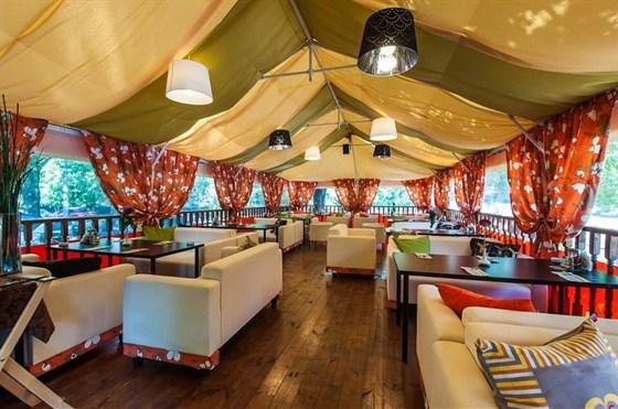 Ресторан Райская трапеза - фотография 15 - Летняя веранда
