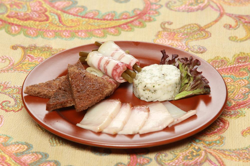 Ресторан Добрыня - фотография 21 - Ассорти сало по деревеннски.