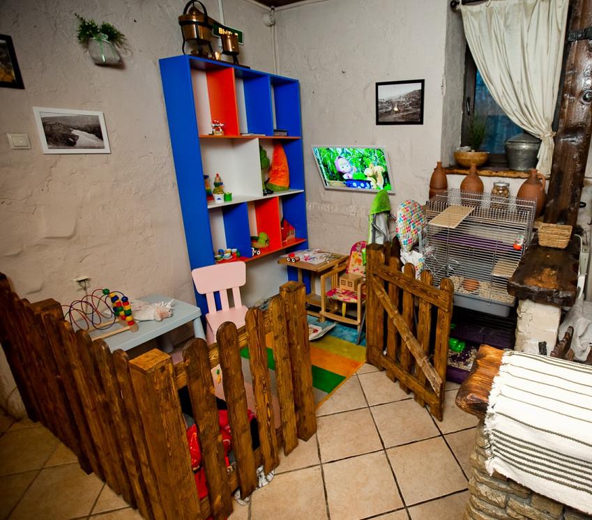 Ресторан Мацони - фотография 1 - Детская комната