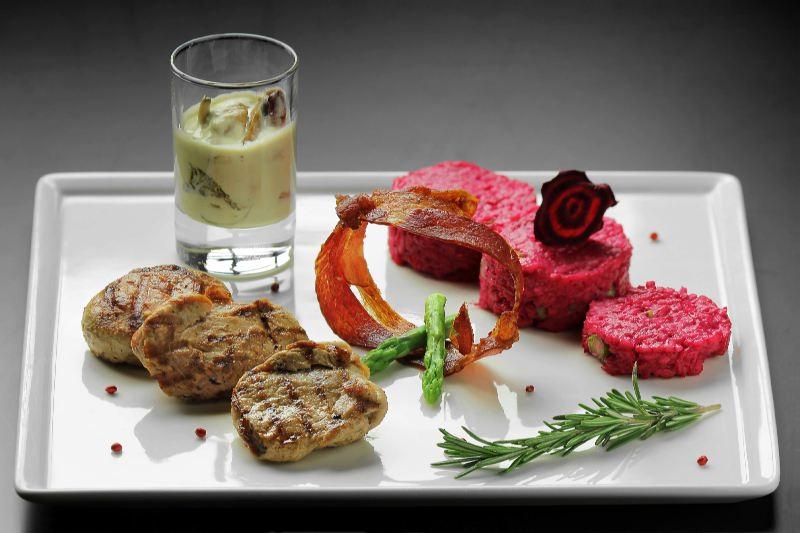 Ресторан Pool Bar & Grill - фотография 11 - Медальоны из свиной вырезки