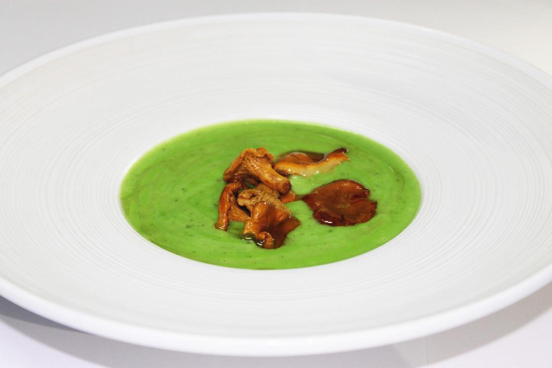 Ресторан Де Марко - фотография 41 - Крем суп из  цукини с лисичками