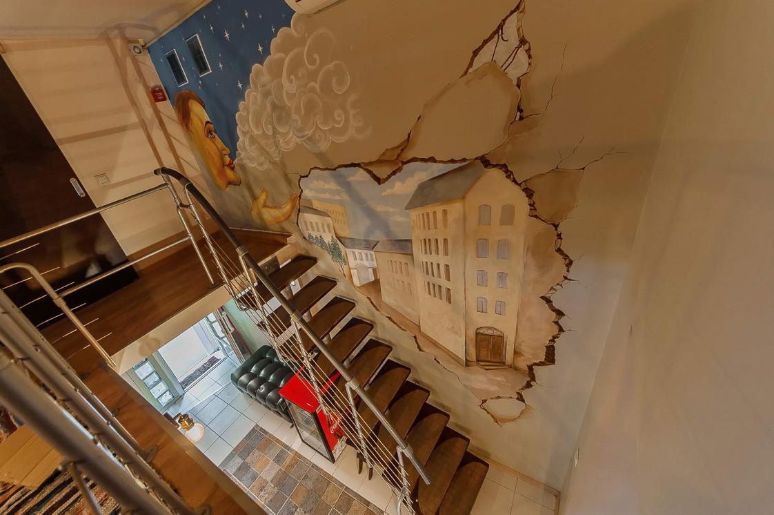 Ресторан Дымок & Уголек - фотография 5 - Лестница на второй этаж