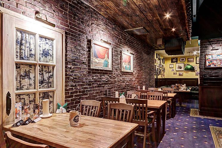 Ресторан Пив & Ко - фотография 8 - Бильярдная зона.