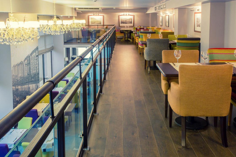 Ресторан Street - фотография 3 - Балкон в ресторане Street