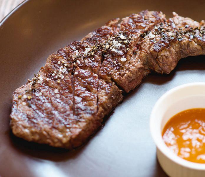 Ресторан Imho - фотография 5 - Стейк из мраморной говядины