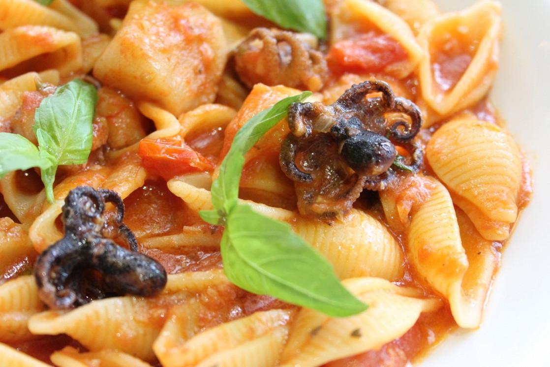 Ресторан Emporio café - фотография 14 - Канчельоне с морепродуктами