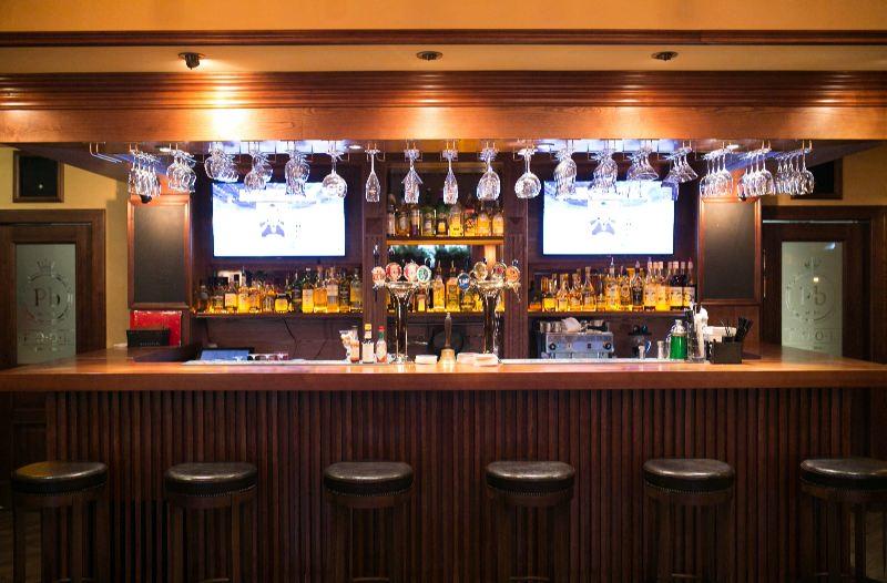 Ресторан Pool Bar & Grill - фотография 12 - Барная стойка