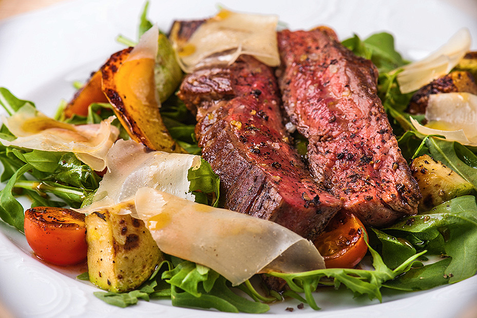 Ресторан Château Bobroff - фотография 1 - Руккола со стейком