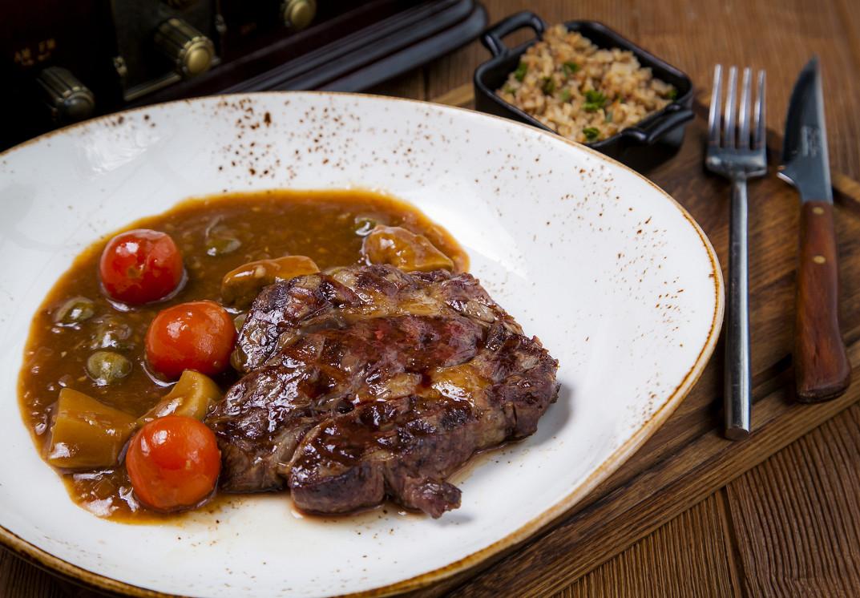 Ресторан Ян Примус - фотография 2 - Чак Рол стейк