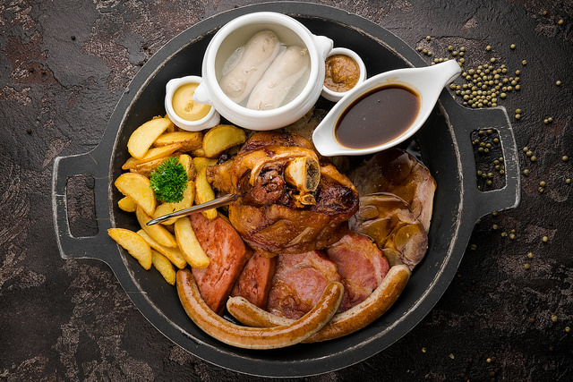 Ресторан Paulaner Bräuhaus - фотография 3 - Баварское мясное ассорти