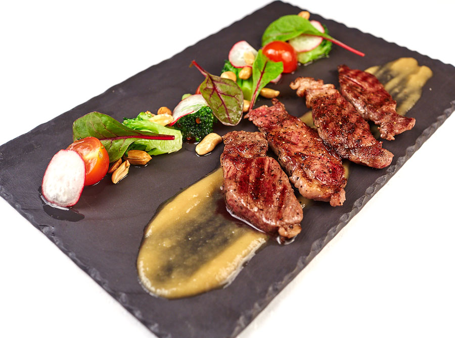 Ресторан Де Марко - фотография 17 - Биф-салат с телятиной и горчичным соусом