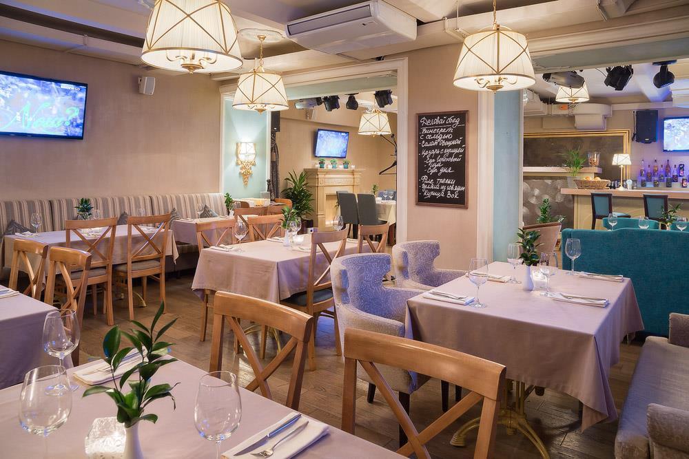 Ресторан Маджесто - фотография 4 - Основной зал