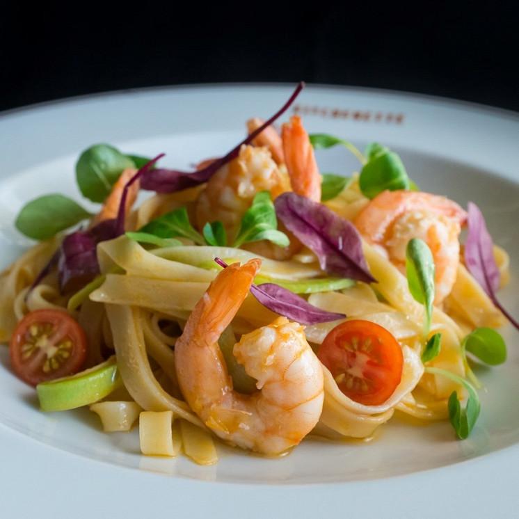 Ресторан Kitchenette - фотография 20 - Фетучини с креветками