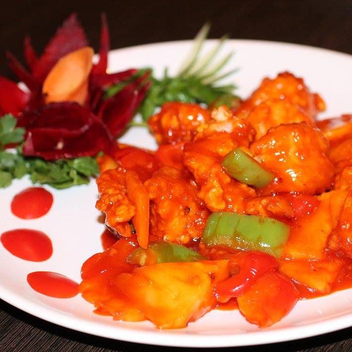 Ресторан Карефана - фотография 3 - Свинина с ананасами под кисло-сладким соусом