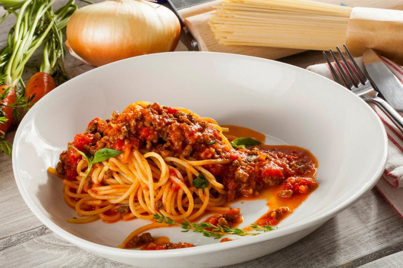 """Ресторан Pesto Café - фотография 4 - Спагетти """"Болоньезе"""""""