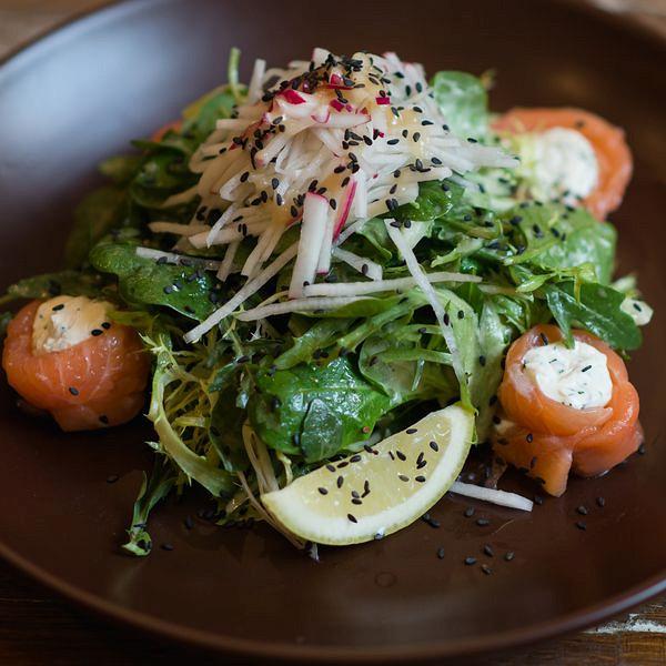 Ресторан Imho - фотография 4 - Салат Филадельфия