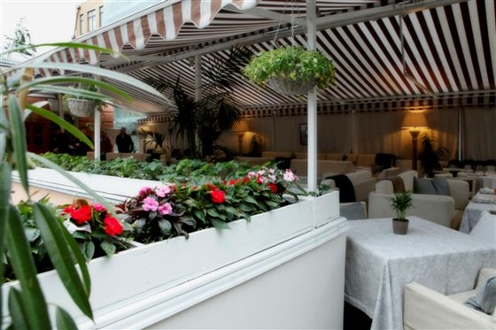 Ресторан Колонна - фотография 13 - Верхняя летняя веранда