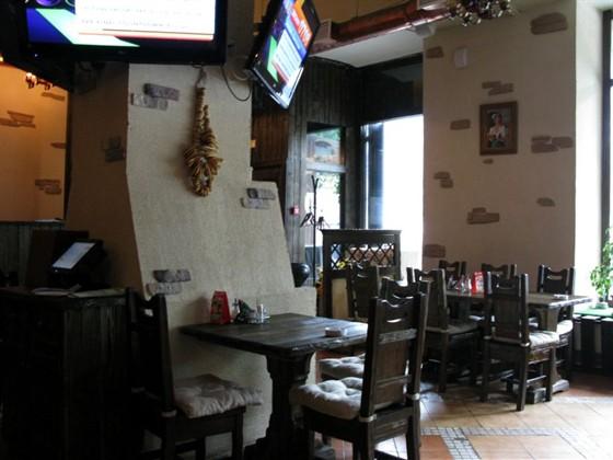 Ресторан Хмель - фотография 6 - Ресторанный зал