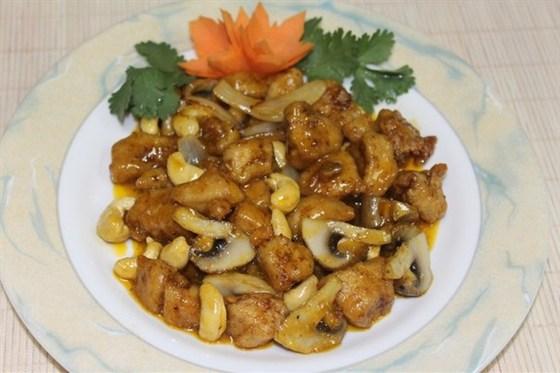Ресторан Золотая панда - фотография 9 - Курица с шампиньонами и кешью