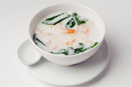 Ресторан Макао - фотография 7 - Суп с морепродуктами и кокосовым молоком   350р