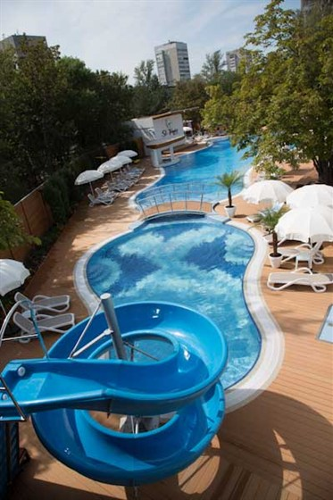Ресторан St Tropez - фотография 6 - Детский бассейн и детская горка.