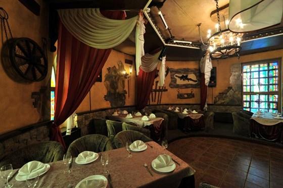 Ресторан Замок в долине - фотография 9 - Замок в долине. Ресторан. Каминный зал