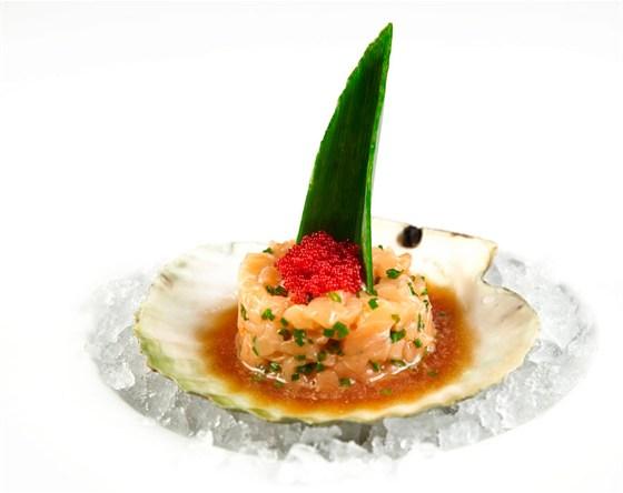 Ресторан Де Марко - фотография 18 - «Тар-тар» из лосося, с соусом «Понзу»