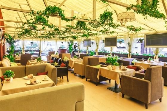 Ресторан Гюго - фотография 1 - Летняя веранда