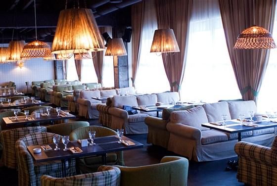 Ресторан Сытый лось - фотография 15 - Основной зал