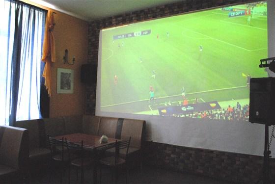 Ресторан Старая Гагра - фотография 2 - Трансляции на ОГРОМНОМ экране всех значимых спортивных мероприятий