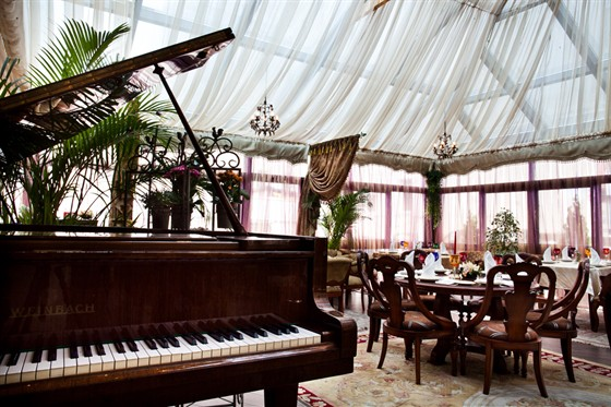 "Ресторан Gotinaza - фотография 13 - Зал ""Зимний сад"""