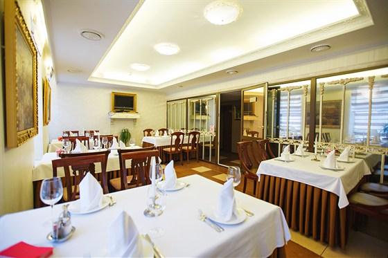 Ресторан Veritas - фотография 3 - Зал на 25 гостей