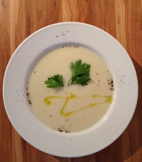 Ресторан Сэндвич-бар - фотография 13 - крем-суп из белой спаржи
