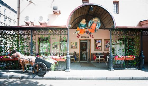 Ресторан На здоровье! - фотография 15 - Летняя веранда