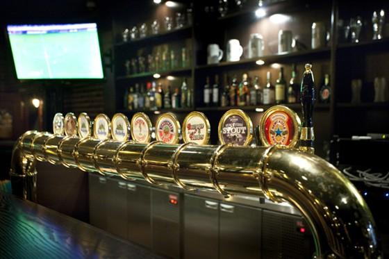 Ресторан Дункель  - фотография 3 - Большой выбор свежего пива!