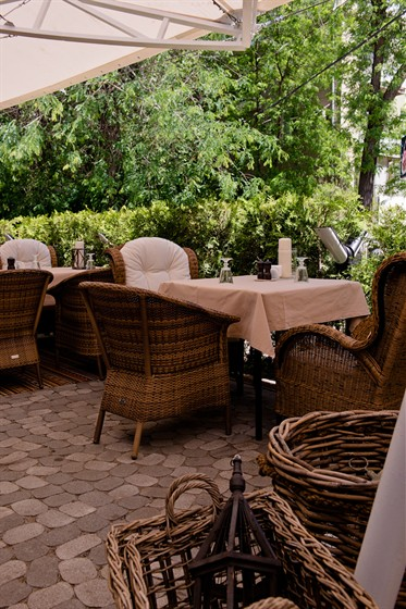 Ресторан Беллуччи - фотография 17 - Летняя площадка