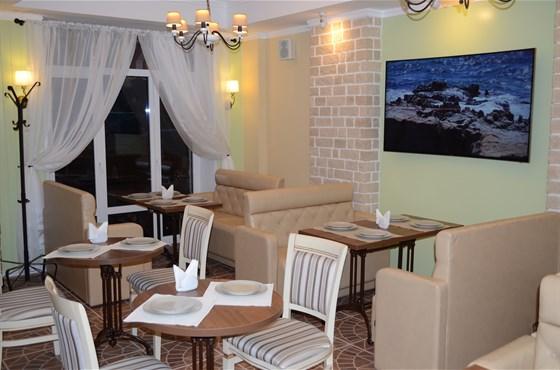 Ресторан Миндаль - фотография 2 - Интерьер кафе Миндаль