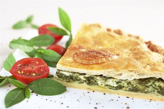 Ресторан Мюнгер - фотография 14 - Греческий пирог со шпинатом и брынзой.