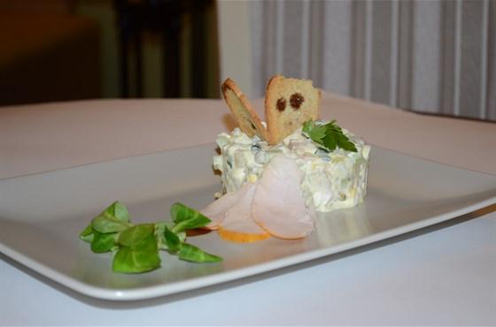 Ресторан Миндаль - фотография 6 - Салат Оливье