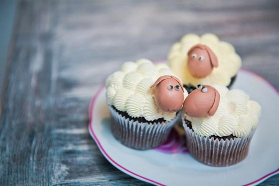 Ресторан Hand Made Cake - фотография 8 - Капкейк Барашек Шон