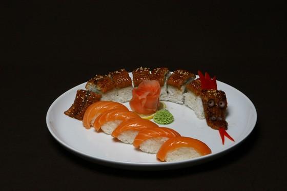 """Ресторан Токио City - фотография 4 - Дракон в ресторане """"Tokyo City"""""""