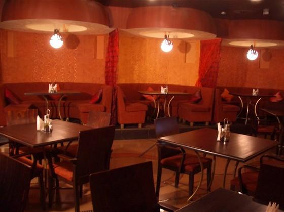 Ресторан Большая медведица - фотография 3 - Зал 2 этажа на 45 посадочных мест