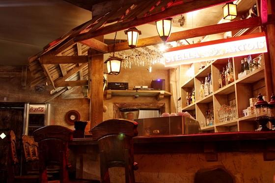 Ресторан Старое место - фотография 2 - вид на барную стойку