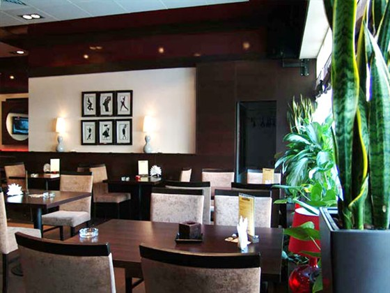 Ресторан Масловский - фотография 7 - Довольно стильненько.
