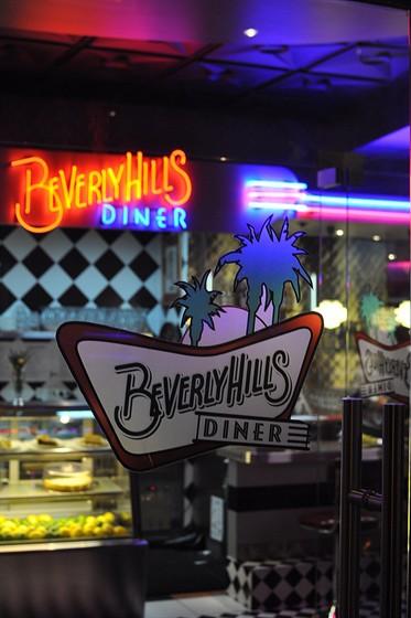 Ресторан Beverly Hills Diner - фотография 9