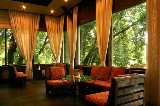 Ресторан Поместье - фотография 2 - Барский домик - внутри