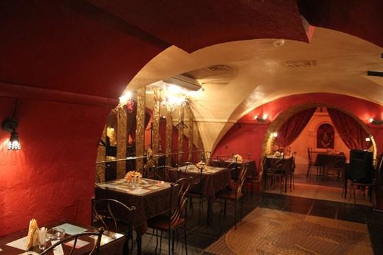 Ресторан Маска - фотография 1 - Фото среднего зала