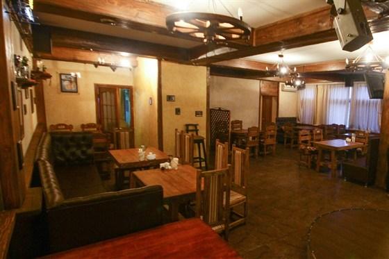 Ресторан Cerbeer Bar - фотография 1 - Уютный зал, вмещает до 40 человек.